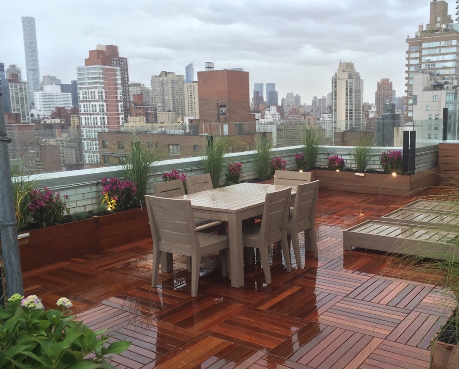 Nyc rooftop decks gardens roof decks new york roofscapes for Roof deck design